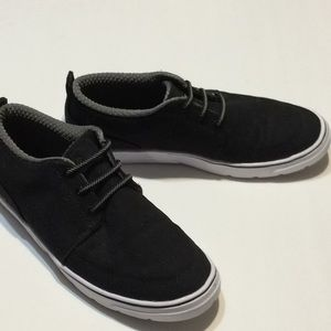 Under Armour Youth SZ 6 Canvas Slip on Shoes